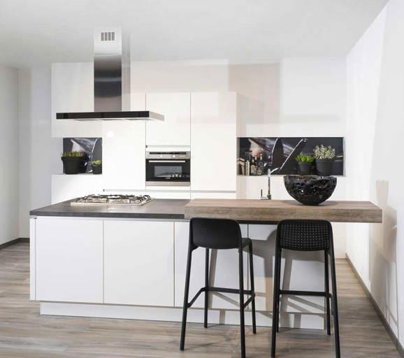 Keukenstijlen vind hier de meeste keukenstijlen avanti - Ingerichte keuken met geintegreerde tafel ...