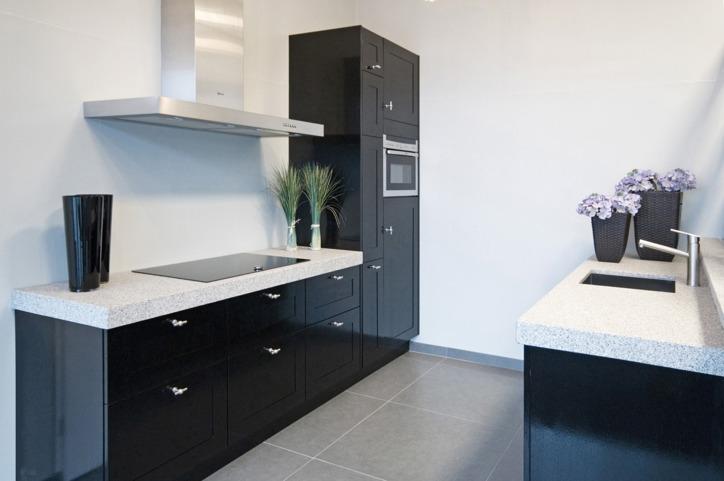 Zwarte keukens in iedere stijl, budget en opstelling   avanti