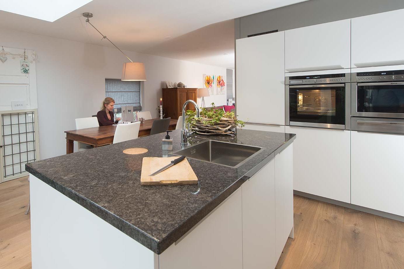 Moderne U Keukens : Moderne keukens actueel en laag geprijsd avanti
