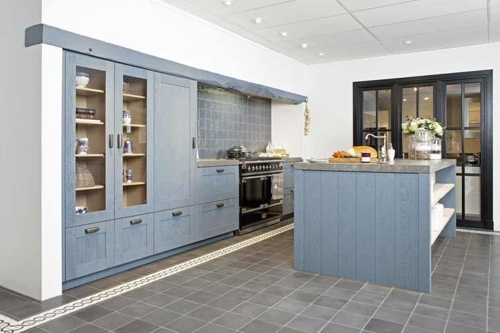 Houten keukens in elke stijl en opstelling   avanti